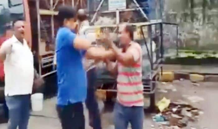 Shiv Sena Corporator in Mumbai Beats up Chicken Traders Over Parking Vehicles in Area | Watch