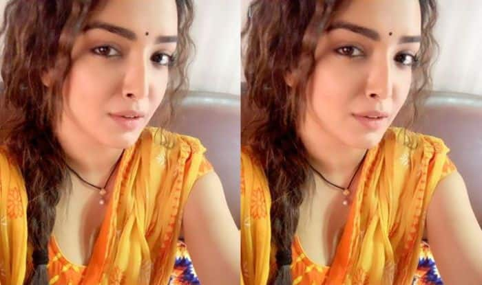 Bhojpuri Hot Sizzler Amrapali Dubey's Desi Yet Pataka Look in Yellow Suit is Unmissable