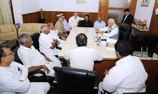 KarNATAKA: Kumaraswamy to Reach Bengaluru as All Congress-JD(S) Rebel MLAs Station in Mumbai | 10 Points