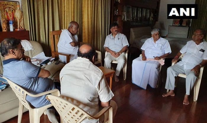 Karnataka Crisis: Congress-JD(S) Leaders in Huddle, Reach Out to Rebel MLAs Stationed in Mumbai