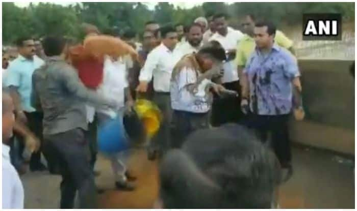 Congress MLA Leads Mob to Throw Mud, Tie Engineer to Bridge Railing Near Mumbai-Goa Highway | Watch