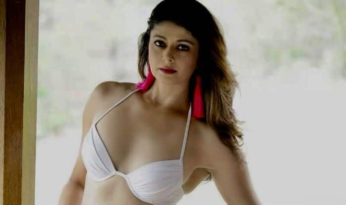 Pooja Batra's Hot Picture in White Bikini Will Inspire You to Hit The Gym Right Away