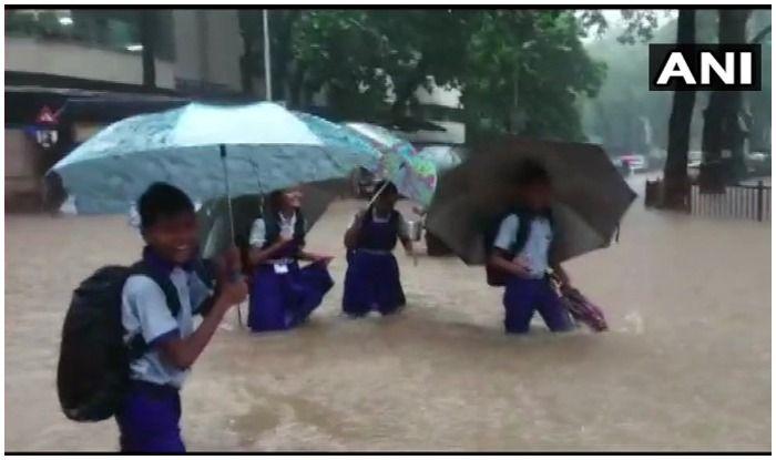 'Mumbai Spirit' to Make Comeback as Students Wade Through Water After Intense Rain | Watch Video