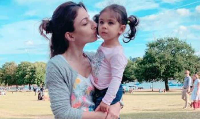 Soha Ali Khan with Inaaya Naumi Kemmu at a park in London