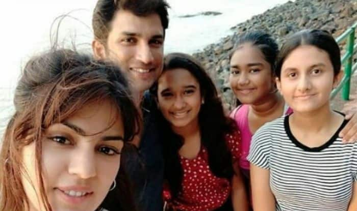 Sushant Singh Rajput-Rhea Chakraborty Get Clicked With Kids as They Spend Time Together by Seaside