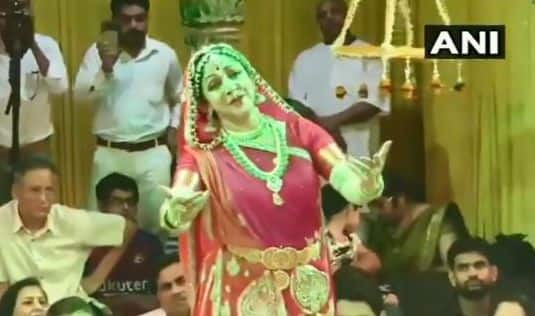 Hariyali Teej 2019: Watch Hema Malini's Dance Performance at Sri Radha Raman Temple in Vrindavan