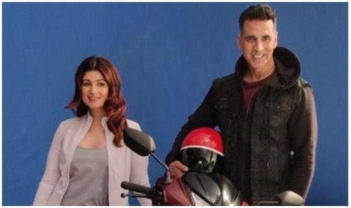 Twinkle Khanna And Akshay Kumar Enjoy Scooty Ride in Mumbai- Check Pic