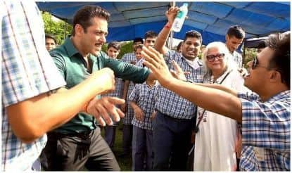 Salman Khan Drops Date of Dabangg 3 Release, Pictures of Treating Children on Sets in Jaipur go Viral
