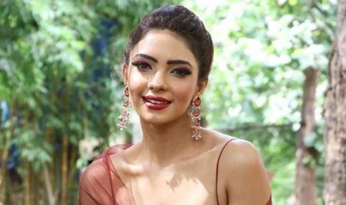 Kasautii Zindagii Kay Hot Actor Pooja Banerjee Slays in a Sultry Red Lehenga