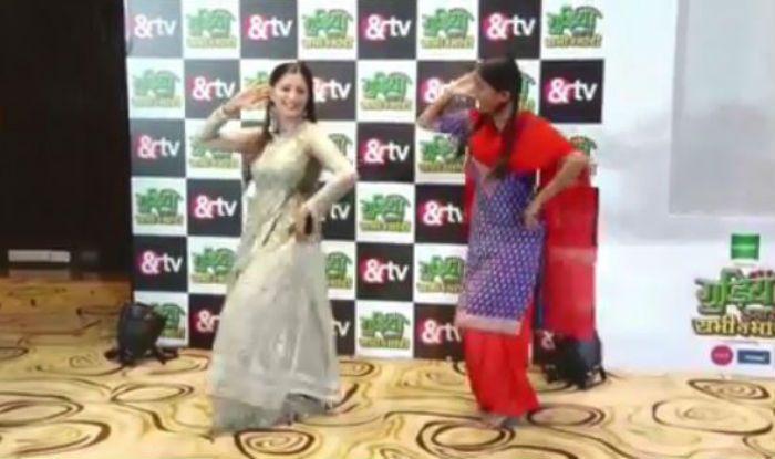 Sarika Bahroliya From Gudiya Hamari Sabhi Pe Bhari Dances With Sapna Choudhary on Teri Aakhya Ka Yo Kajal