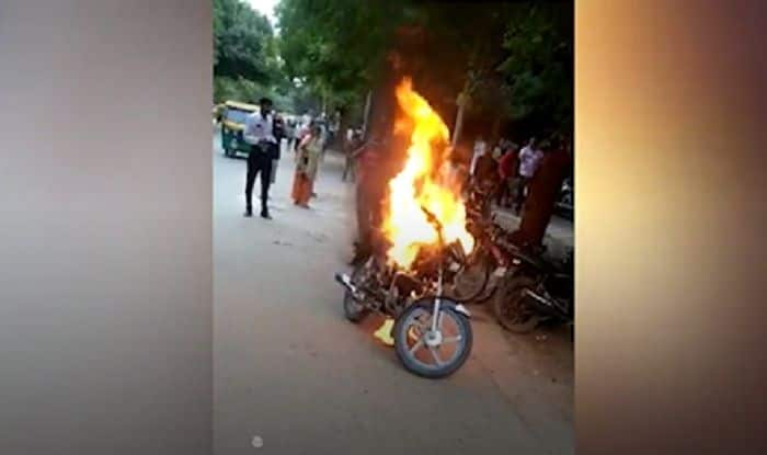 Delhi: Man Sets Bike on Fire After he Was Challaned For Drunk Driving