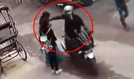 Watch   Brave Mother, Daughter Spoil Chain Snatching Bid, Thrash Biker as His Accomplice Flees