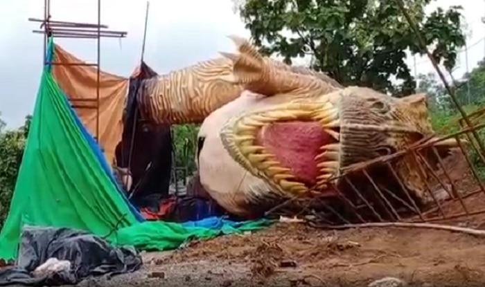 Gujarat: 30-feet-tall Statue of Dinosaur Near Statue of Unity Collapses   Watch