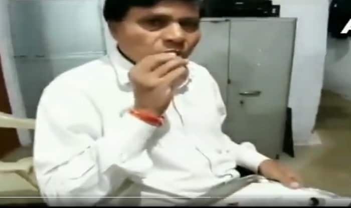 This MP Lawyer Has Been Eating Glass For Past 45 Years, Calls it 'Addiction' | Watch