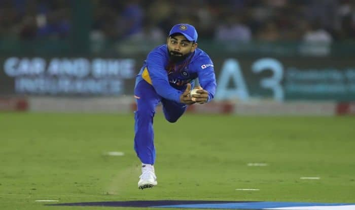 WATCH: 'Superman' Kohli Takes a Stunner to Send De Kock Packing Ind vs SA, India vs South Africa, Mohali, latest news India vs South Africa, India vs South Africa latest, Mohali, Virat Kohli latest news, Virat Kohli catch, Virat Kohli records, IS Bindra Stadium, Cricket News