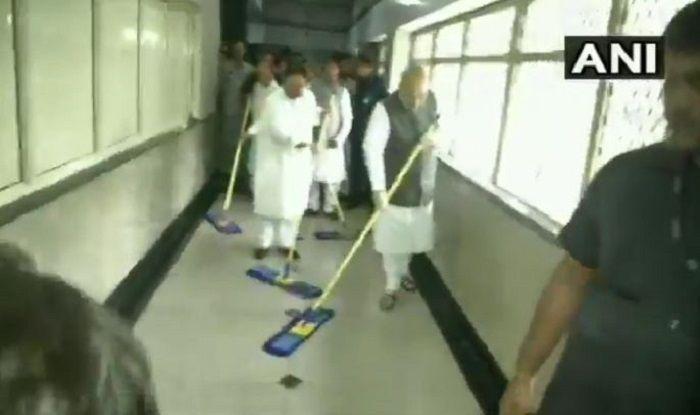 Amit Shah Sweeps Floor at AIIMS, Launches BJP's Week-Long 'Seva Saptah' Ahead of PM Modi's Birthday