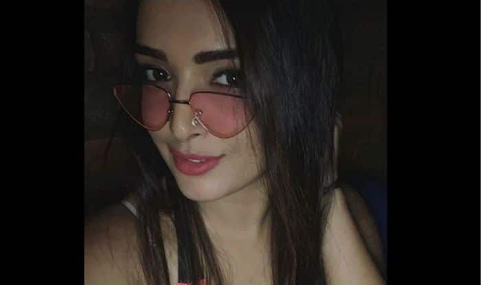 Amrapali Dubey's Sensuous Selfie in Hot Pink Sunglasses And Pink Lipper Will Kickstart Your Weekend