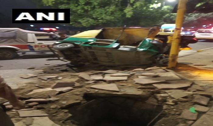 Delhi: 2 Die After Dumper Truck Runs Over Auto-rickshaw Near India Gate