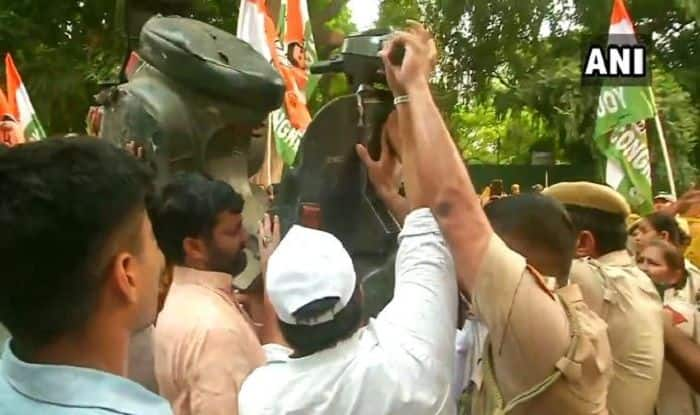Traffic Penalties Row: Youth Congress Protests Outside Gadkari's Residence, Throws Scooter | Watch