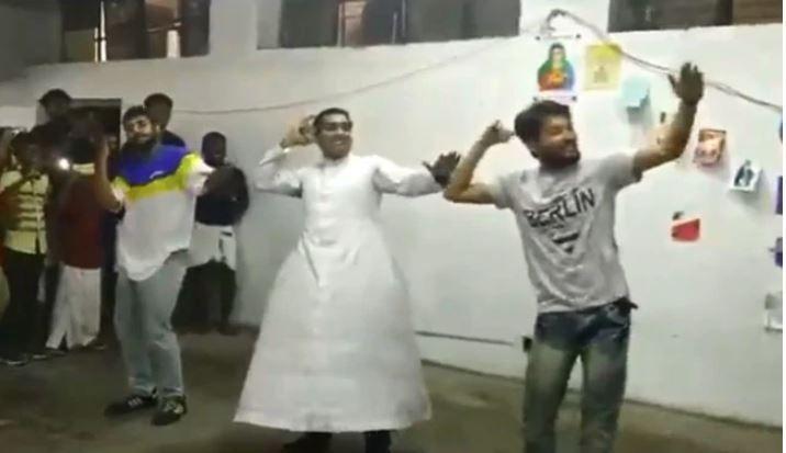 Delhi Priest Dances to Malayalam Song 'Kudukku' with Panache: Watch Viral Video