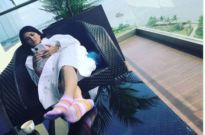 Sunny Leone Enjoys a Perfect Saturday Afternoon With a Beach Side View in Kochi