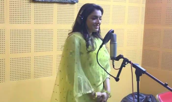 Bhojpuri Hot Actor Amrapali Dubey Sings New Chhath Puja Song 'Aragh Ke Ber Na Kari Aber', Watch Video Here