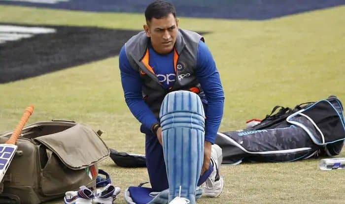 Ravi Shastri latest news, Ravi Shastri age, India coach Ravi Shastri, MS Dhoni latest news, MS Dhoni age, MS Dhoni retirement, Cricket News, MS Dhoni age, MS Dhoni records, MS Dhoni stumpings, Ravi Shatri trolled, Indian Cricket Team, Cricket News