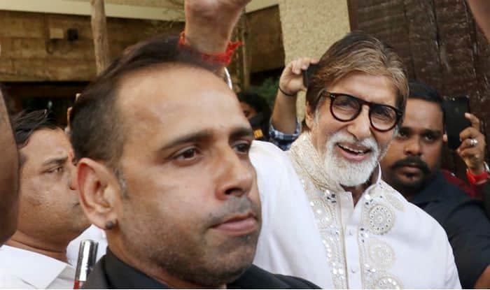 Amitabh Bachchan Greets Fans Outside Pratiksha on His 77th Birthday, Check Pictures
