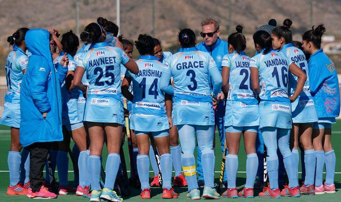 india women hockey team photo