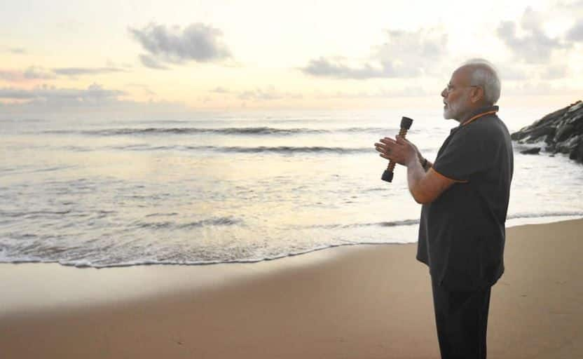 'Engrossed' in Conversation With Ocean, PM Modi Pens Poem After Mahabalipuram Tour