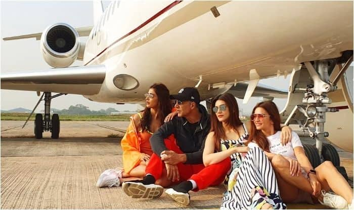 Housefull 4 stars Pooja Hedge, Akshya Kumar, Kriti Sanon and Kriti Kharbanda