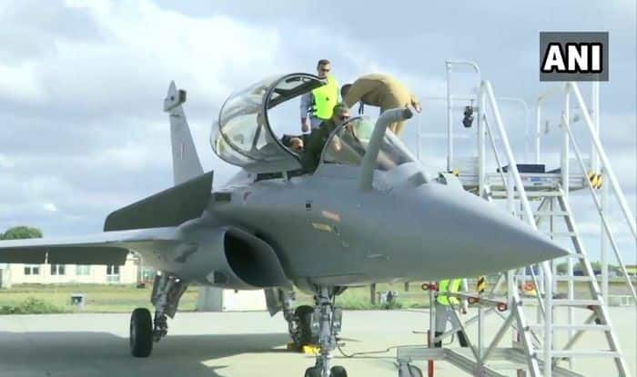 Defence Minister Rajnath Singh Takes Off For Sortie on First Rafale Jet Delivered to India in Bordeaux