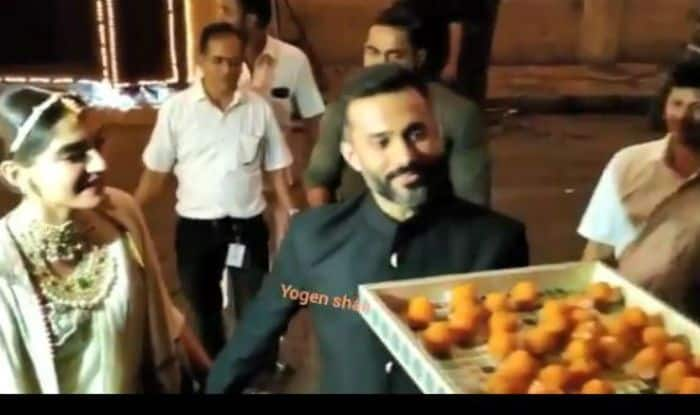 Sonam Kapoor, Anand Ahuja Wish Paparazzi Diwali And Offer Laddoos, Video is Winning Netizens' Hearts