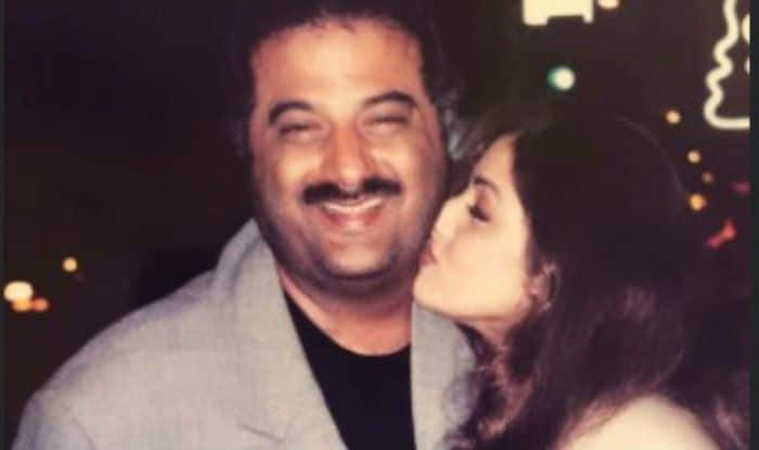 Janhvi Kapoor Shares Throwback Photo of Mom Sridevi Romantically Posing With Dad Boney Kapoor