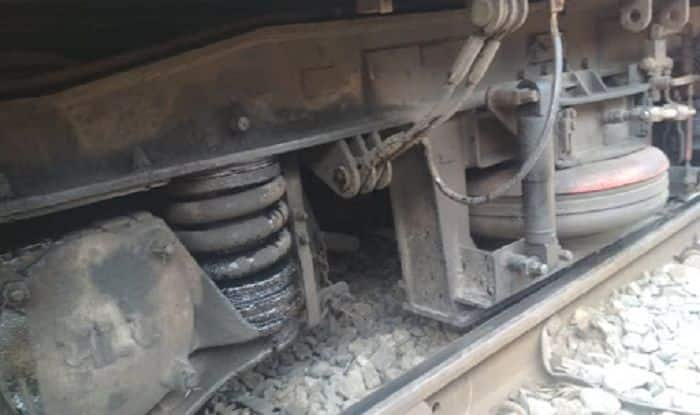 Mumbai: Train Coach Derails on Harbour Line Near Bandra Station, Services Disrupted