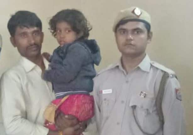 Delhi Bus Marshal Hailed As a 'Hero' After He Rescues 4-Year-Old Girl From Kidnapper