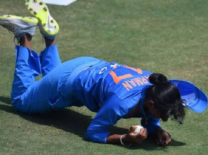WATCH: Harmanpreet Kaur's One-Handed Blinder Stuns fans on Social Media