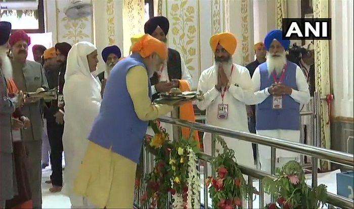Kartarpur Corridor to be Inaugurated Today; PM Modi Pays Obeisance at Ber Sahib Gurudwara in Sultanpur Lodhi