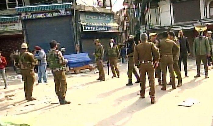J&K: 1 Civilian Killed, 3 SSB Personnel & 15 Civilians Injured in GrenadeExplosion in Srinagar