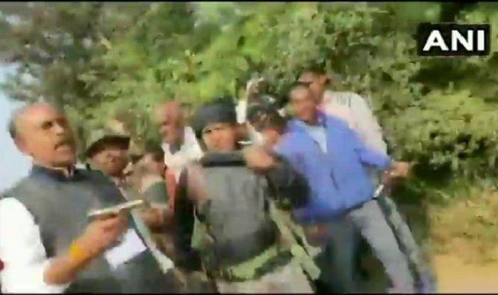 Jharkhand Assembly Election 2019: Congress MLA KN Tripathi Walks Around Brandishing Gun Outside Polling Booth