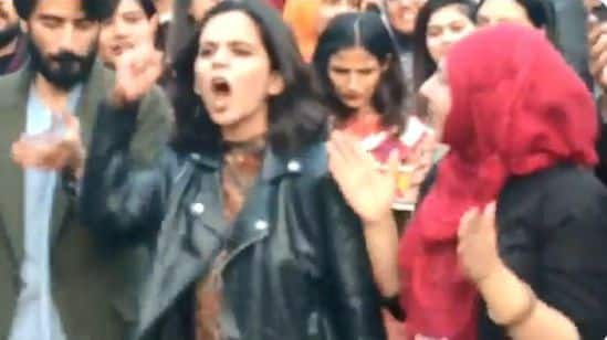 Lahore Students Protest For Freedom And Sing 'Sarfaroshi ki Tamanna' During Faiz Festival- Watch