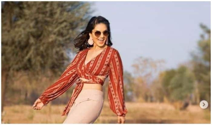 Sunny Leone Shares Latest Hot Photoshoot Pictures From Jungle, Fans go Bonkers Over Her