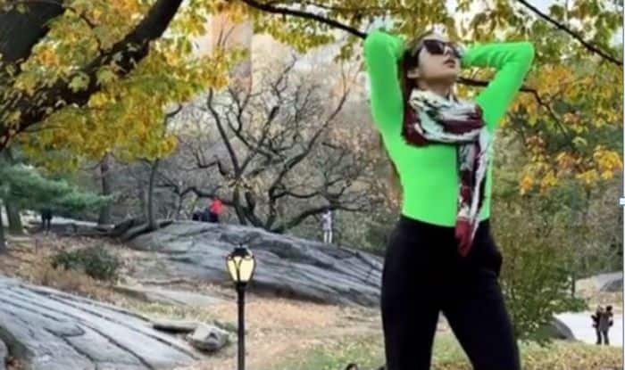 Sara Ali Khan is Having Good Hair Day in as She Poses For Video in New York- Watch