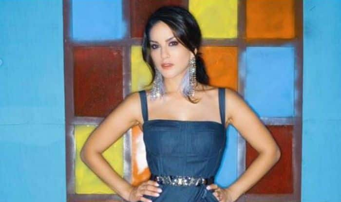 Sunny Leone Rocks Her Sensuous Look in Greyish-Blue Gown, Gives Fashion Goals to Fans
