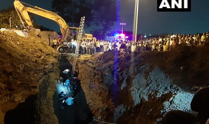 Maharashtra: Five People Including 2 Fire Brigade Men Stuck in Hole in Pune's Dapodi Area