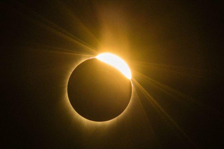 2020'nin Son Güneş Tutulmasında Bir Kuyruklu Yıldız Keşfedildi…
