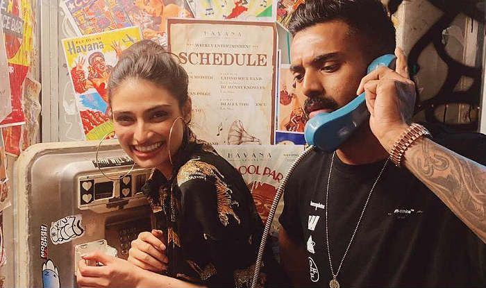 KL Rahul Posts Happy Photo With Rumoured Girlfriend Athiya Shetty And Daddy Suneil Shetty Comments