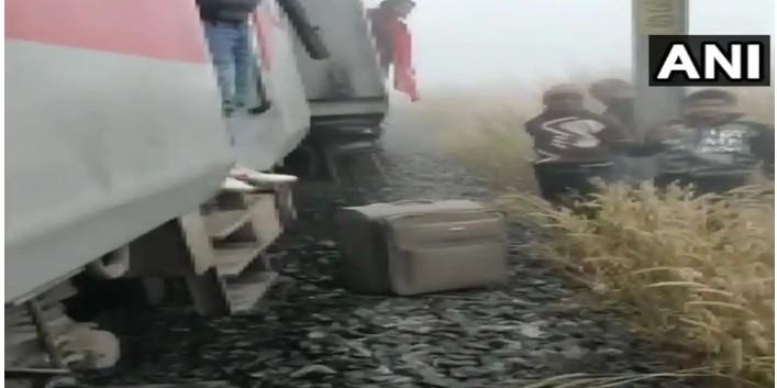 Lokmanya Tilak Express Derails After Hitting Van in Odisha; Several Injured