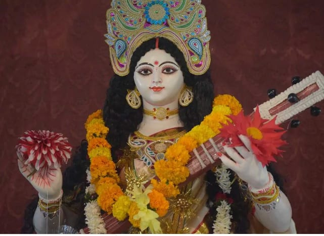 Basant Panchami 2020: Netizens Celebrate Saraswati Puja, Ask The Goddess to Bestow Her Blessings