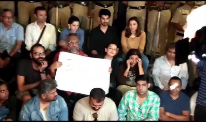 JNU Attack: बॉलीवुड का एक बड़ा तबका भी रहा विरोध प्रदर्शन का हिस्सा, देखें तस्वीरें